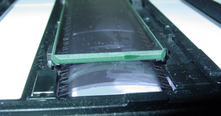 Film curl defeating the glass insert