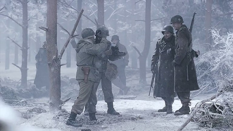 Press Cameras in Movies - Band of Brothers (1)