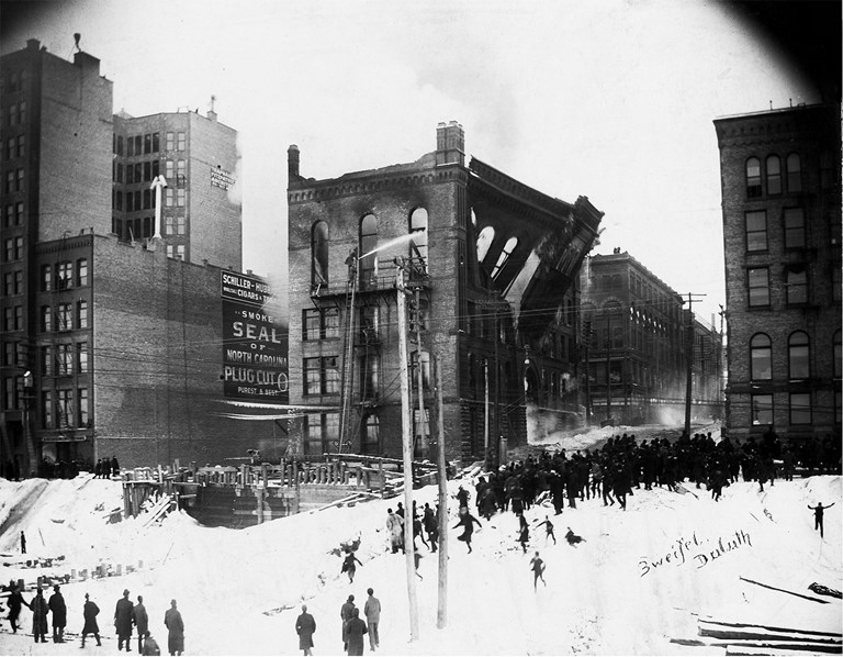 T. Zweifel - Bystanders watch Board of Trade building collapse during a fire, Duluth, Minnesota, February 1894